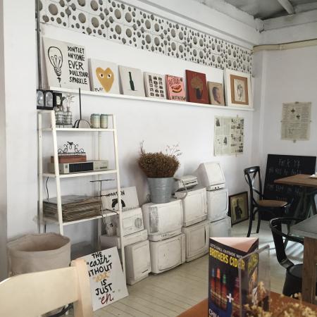 Treat Cafe & Hangout: photo0.jpg