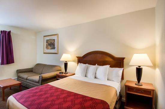Northborough, MA: Queen Suite