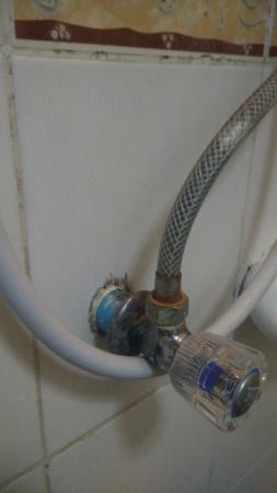 Riverside House: Shower tap