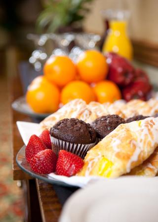 Holiday Inn Palm Beach-Airport Conference Center: Holiday Inn Continental Breakfast