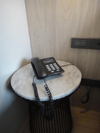 The Heritage Bangkok: โทรศัพท์และสวิต์ชไฟข้างหัวเตียง สะดวกมาก