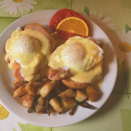 Bloomfield, Canada: Brunch Eggs Benny!