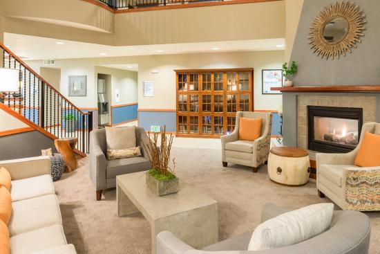 McKinleyville, Kalifornien: Relax in our comfortable Hotel Lobby