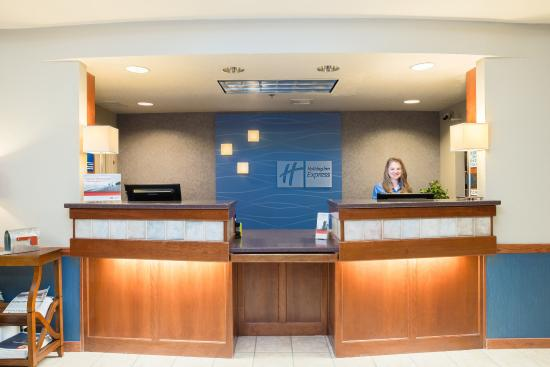 McKinleyville, Kalifornien: Our front desk staff is ready to assist you!