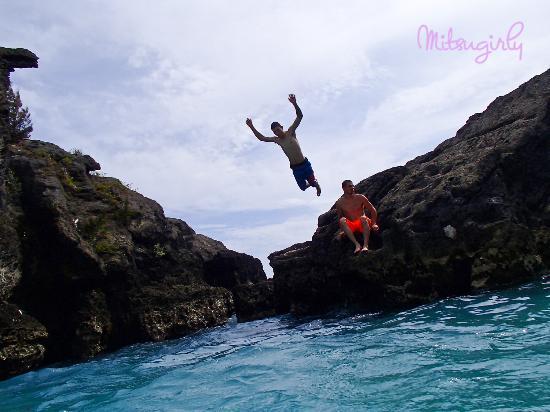 Jobson's Cove Beach: Jumping off the rocks