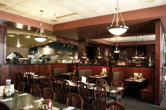 The Plaza Hotel & Suites: Green Mill Restaurant