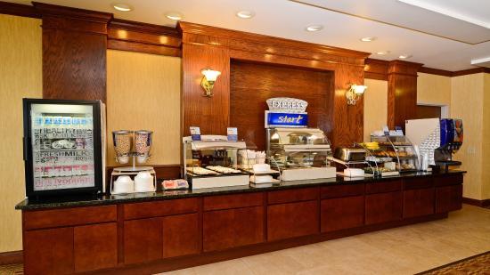 Fort Atkinson, WI: Breakfast Bar
