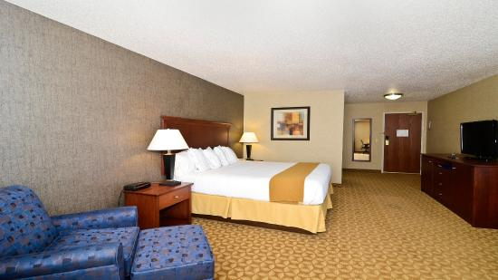 Fort Atkinson, WI: King Bed Guest Room