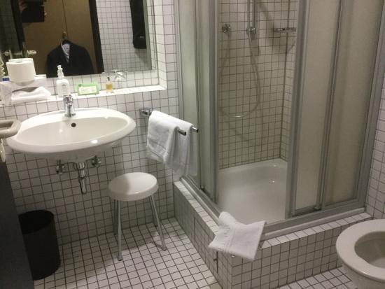 """Wirges, Deutschland: Das """"moderne"""" Badezimmer"""
