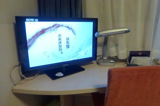 Jinjiang Inn Beijing Houhai: มีทีวี โคมไฟ ที่โต๊ะเขียนหนังสือค่ะ