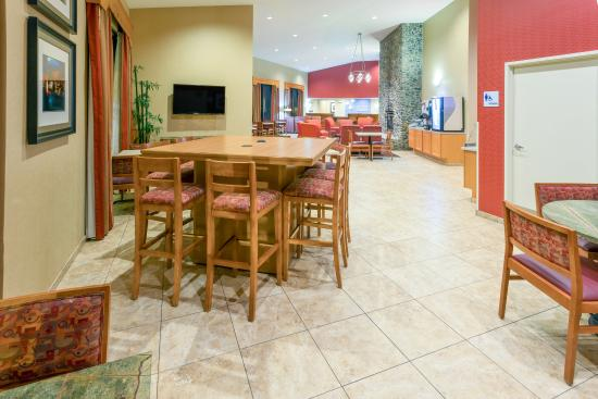 Roseburg, Oregón: Atrium with Working Table available 24hrs