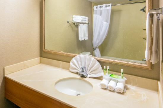 Roseburg, OR: Standard Guest Bathroom With Amenities