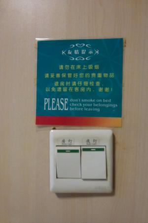 Jinjiang Inn Beijing Houhai: ห้ามสูบบุหรี่บนเตียงค่ะ
