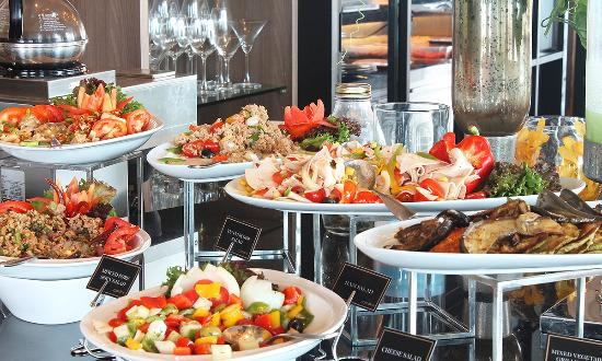 Italian lunch buffet picture of medinii restaurant for Italian buffet
