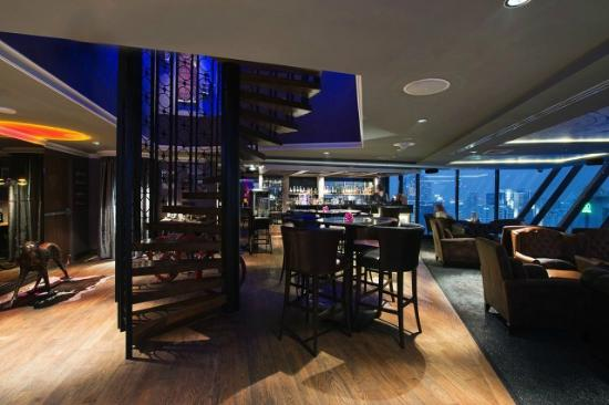 The Continent Hotel Bangkok by Compass Hospitality: Axis & Spin, Skybar & Boutique club
