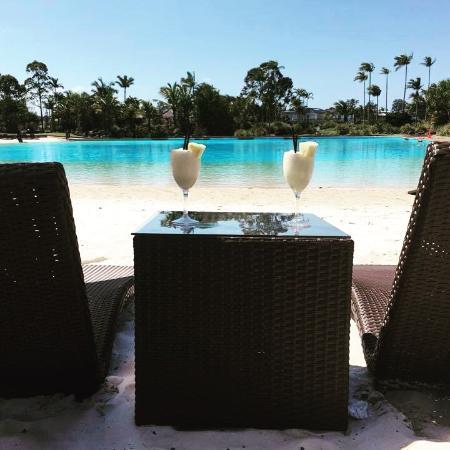 Sanctuary Cove: Pool at hotel