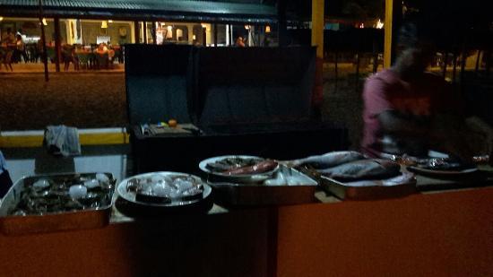 Ritas Hotel : Verse vis, wordt in de avond op een BBQ vers voor je bereidt