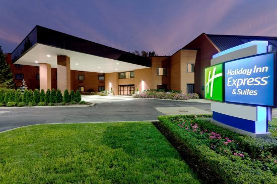 Holiday Inn Express Mentor (Lamalfa Conference Center): Hotel Exterior