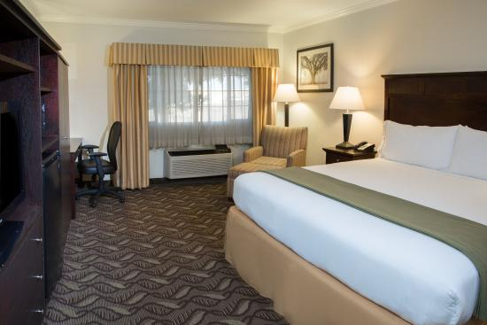Holiday Inn Express Lompoc: King Guest Room