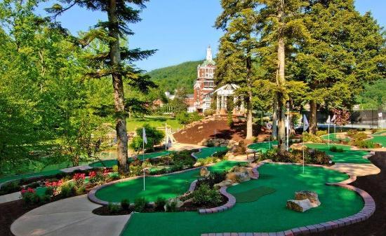 Hot Springs, VA: Mini Cascades Miniature Golf