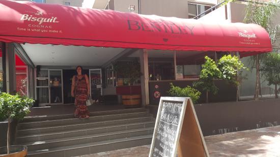 Bentley Oyster Bar & Bistro: Restaurant entrance