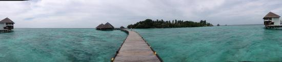 Adaaran Club Rannalhi: Walkway linking the water villa to the island