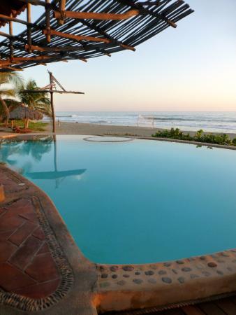 Playa Viva: Pool and beach