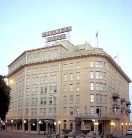 Crockett Hotel: Exterior