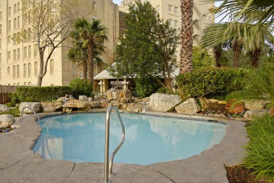 Crockett Hotel Pool