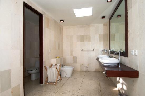 DABIRAHE Dive, Spa and Leisure Resort (Lembeh): bath room