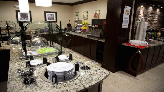 Staybridge Suites Chatsworth : Guest Dining Lounge