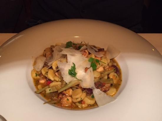Cermes, Ιταλία: primo di pasta con olive tagg. e carciofi