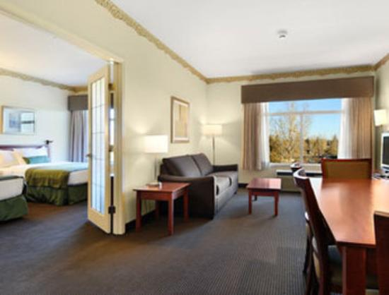 Wingate by Wyndham Calgary: Suite