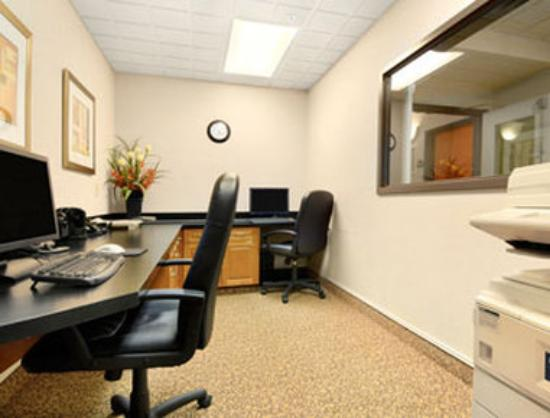 Wingate by Wyndham Calgary: Business Centre