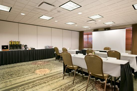 Wingate by Wyndham Calgary: Meeting Room