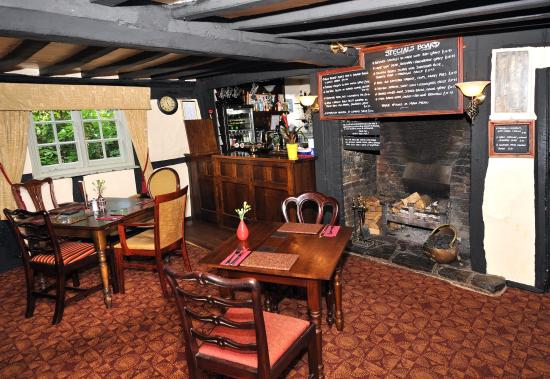 The Boot Inn: inglenook fireplace