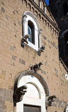 Casertavecchia, Italia: particolare della facciata
