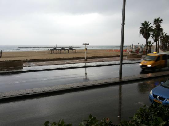 Bograshov Beach: Пляж, дождь