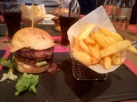 Chambourcy, Francia: Double burger Rossini et frites