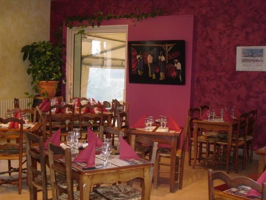 Romaneche-Thorins, فرنسا: vue salle de restaurant