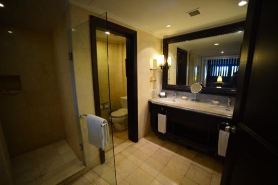 Pan Pacific Nirwana Bali Resort: ห้องน้ำ