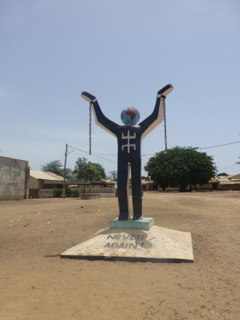 Jufureh: Monument in Juffureh