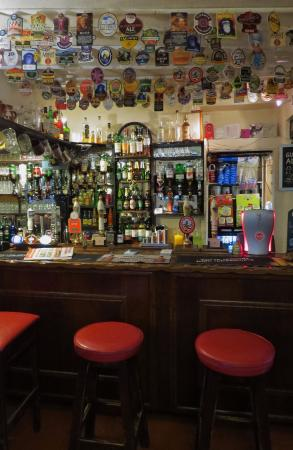 Wetton, UK: Now that's what I call a well-stocked bar