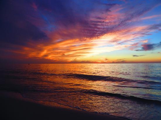 Vanderbilt Beach, FL: More sunset