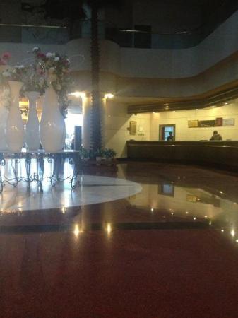 Luoyang Grand Hotel холл