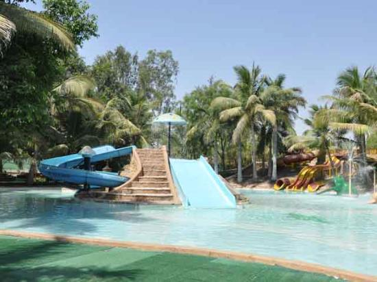 Vapi, India: vaibhav water park