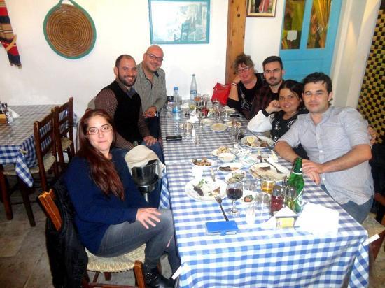 photo0.jpg - Bild från To Kazani Traditional Tavern ...