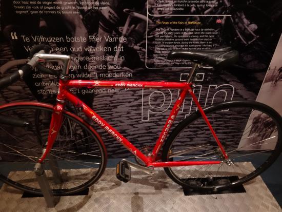 Centrum Ronde van Vlaanderen: 件の石畳体験マシーン