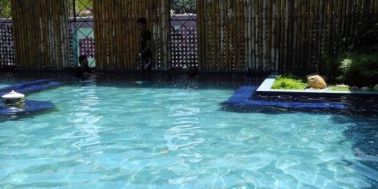 Pedas Hot Spring Water Park: Kolam air panas