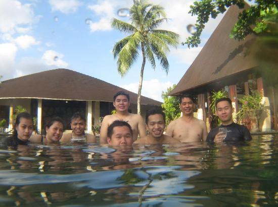 NDC Resort Dive & Spa: Kolam renang di depan lobby
